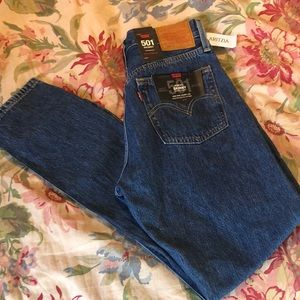 LEVIS Aritzia Size 27 M Button Fly SKINNY $98 NEW